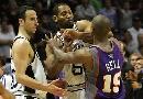 图文:[NBA]马刺负太阳 霍利与贝尔争吵