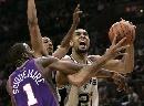 NBA图:马刺主场不敌太阳 邓肯遭遇贴身防守