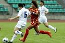 图文:[热身赛]女足VS韩国次战 韩端回追防守