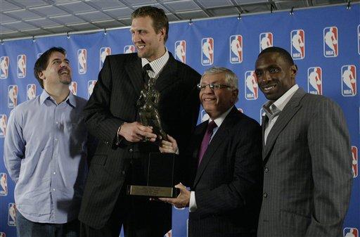图文:诺维斯基当选NBA常规赛MVP 小牛三巨头