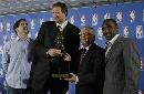图文:诺维茨基当选NBA常规赛MVP 小牛三巨头