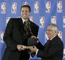 图文:诺维斯基当选NBA常规赛MVP 斯特恩颁奖