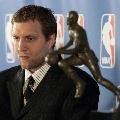 图文:诺维斯基当选NBA常规赛MVP 若有所思