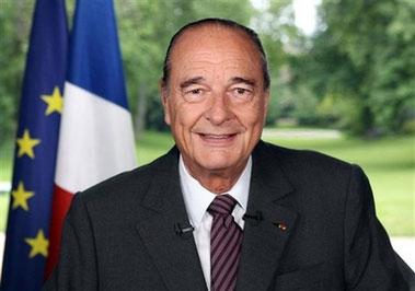 """法国总统希拉克15日晚发表电视讲话,呼吁人民""""永远保持团结互助"""",共同实现法国的进步和繁荣。"""
