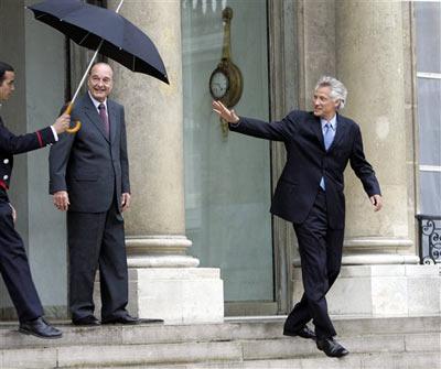 总理德维尔潘(右)辞职,为萨科奇铺路。