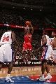 图文:[NBA]公牛胜活塞 邓出手投篮