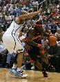 图文:[NBA]勇士VS爵士 杰克逊突破