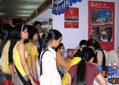 38所中国知名高校在文莱和越南举办中国教育展