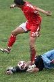 图文:[国奥]中国2-1乌拉圭 毛剑卿遭遇阻截