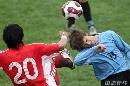 图文:[国奥]中国2-1乌拉圭 毛剑卿飞脚
