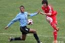 图文:[国奥]中国2-1乌拉圭 赵旭日起脚远射