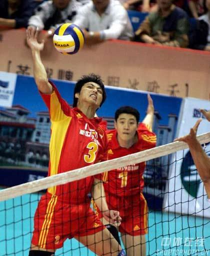 图文:男排挑战赛中国胜哈萨克 崔晓栋3号位快攻