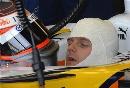 图文:[F1]里卡多赛道测试  科瓦莱宁佩戴头盔