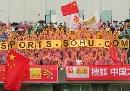 图文:[国奥]中国之队啦啦队贵阳助阵 热情似火