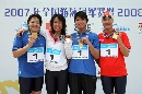 图文:上海女队夺4X100米接力金牌 颁奖仪式
