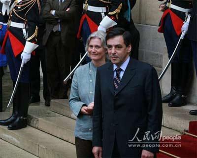 法国新总理人选弗朗索瓦·菲永和夫人