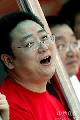 图文:游泳冠军赛第三日 总教头张亚东场边开怀