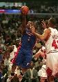 图文:[NBA]活塞vs公牛 比卢普斯单手上篮