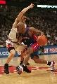 图文:[NBA]活塞vs公牛 比卢普斯强行突破