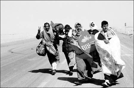 为了逃避战乱,大批伊拉克难民背井离乡