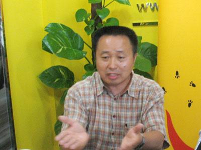 图片:5·19八周年 刘纪鹏、李振宁论战股市