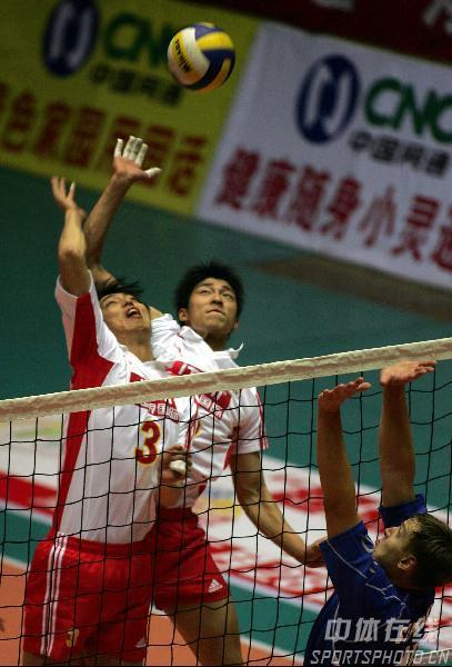 男排热身赛再胜哈萨克斯坦 二龙戏珠