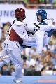 图文:世锦赛男子67公斤级半决赛 飞身攻击