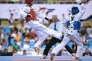 图文:男子67公斤级决赛阿巴鲁胜扎德 及时闪躲