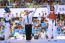 图文:男子67公斤级决赛阿巴鲁胜扎德 裁判判决
