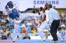 图文:男子67公斤级决赛阿巴鲁胜扎德 迎难而上