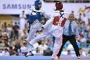 图文:男子67公斤级决赛阿巴鲁胜扎德 针锋相对