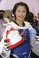 图文:跆拳道世锦赛首日 杨淑君对狐狐情有独钟