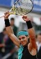 图文:ATP汉堡大师赛第五日 纳达尔高举双臂