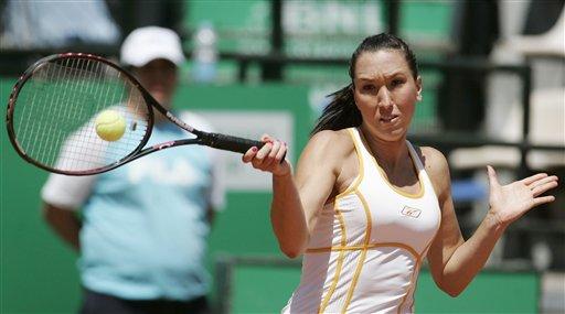 图文:WTA意大利电信杯第五日 扬科维奇回击来球
