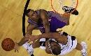 图文:[NBA]太阳VS马刺 迪奥争抢