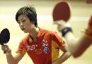 图文:中国女队适应性训练 张怡宁练习挥拍
