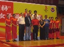 图文:奥运名将刘春红恢复参赛 赛会领导与队员