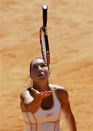 图文:WTA意大利电信杯半决赛 杨科维奇摔拍