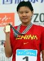 图文:全国游泳冠军赛第六日 赵菁在领奖台上