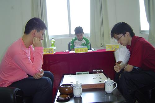 """李喆(右)成武汉队""""铁主将"""""""