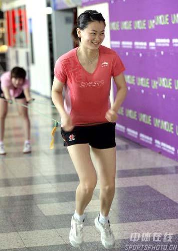 图文:中国乒乓队轻松备战 彭陆洋以练为乐