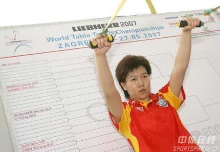 图文:中国乒乓队轻松备战 李晓霞毫不放松
