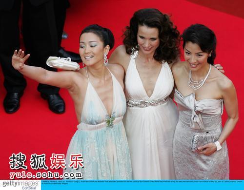 组图:巩俐杨紫琼助阵《每个人的电影》首映礼
