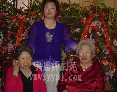 筱俊亭和莲晓君两位老师 后为新徒李丽华