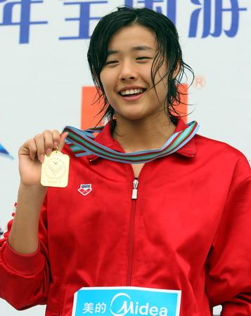 图文:全国游泳冠军赛第七日 王群笑容满面