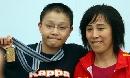 图文:全国游泳冠军赛第七日 李玄旭和教练冯真