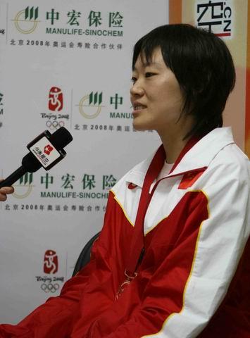 图文:跆拳道名将罗微做客搜狐 罗微回答问题