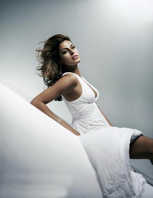 组图:艾娃-曼德斯限制级 抚胸翘臀诱惑写真1