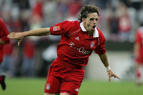 图文:英当红国脚将加盟曼联 拜仁的红衣战士