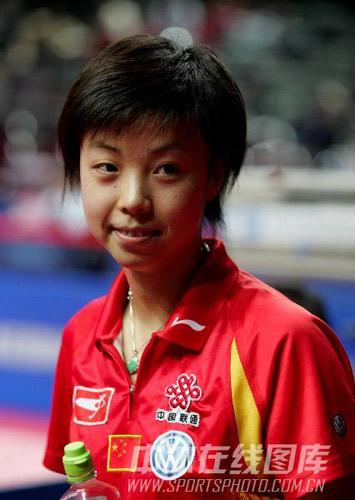 图文:[国球]48届世乒赛回顾 张怡宁笑对镜头